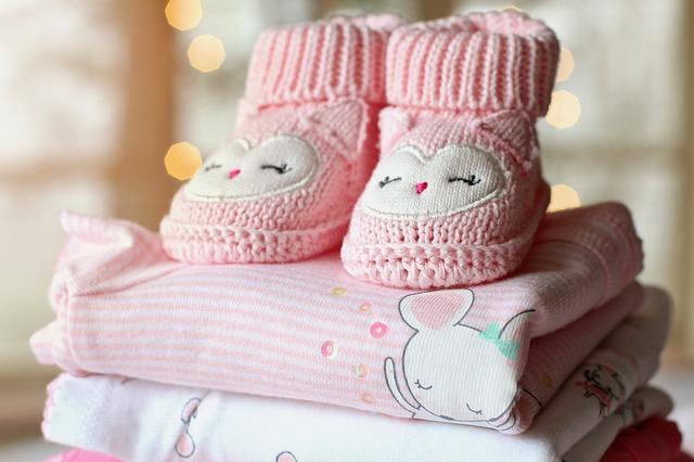růžové botičky, oblečení pro holčičku