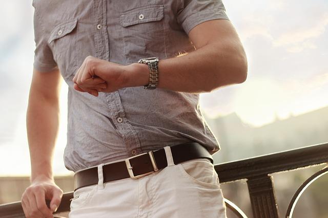 muž, košile, hodinky