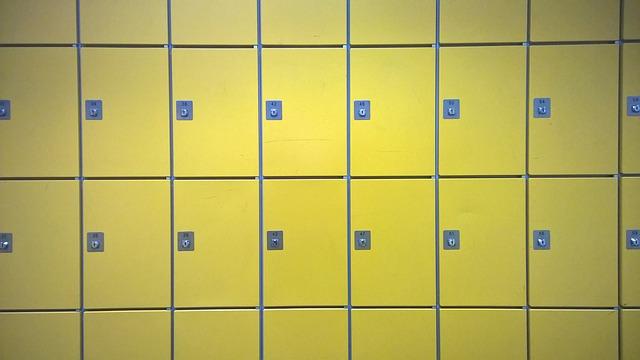 žluté kkovové skřínky