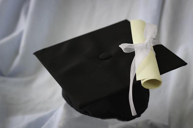 graduační klobouk