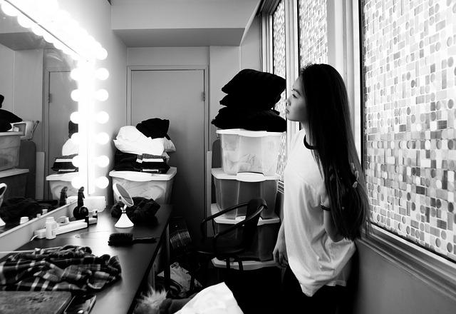 děvče v šatně