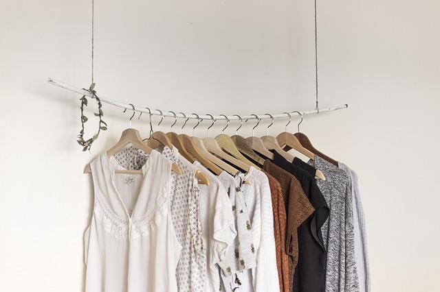 závěs na oblečení