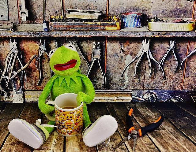 žabák s kávou