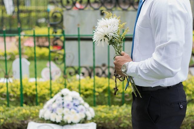 květina a pohřeb