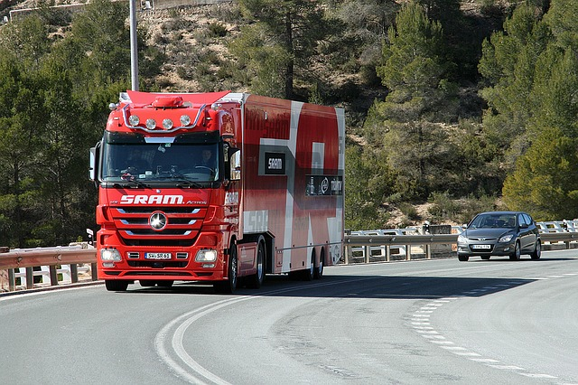 červený kamion.jpg