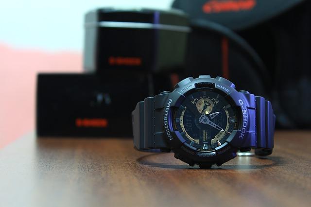 hodinky na stole.jpg