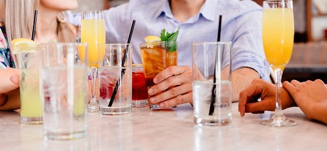 koktejly a voda.jpg