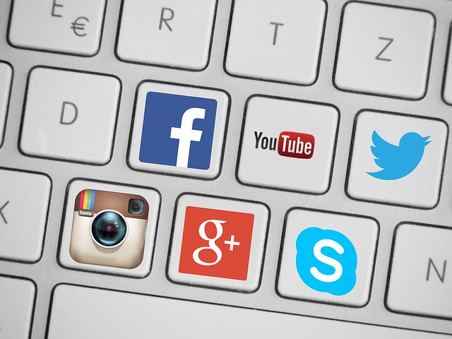 sociální sítě na klávesách