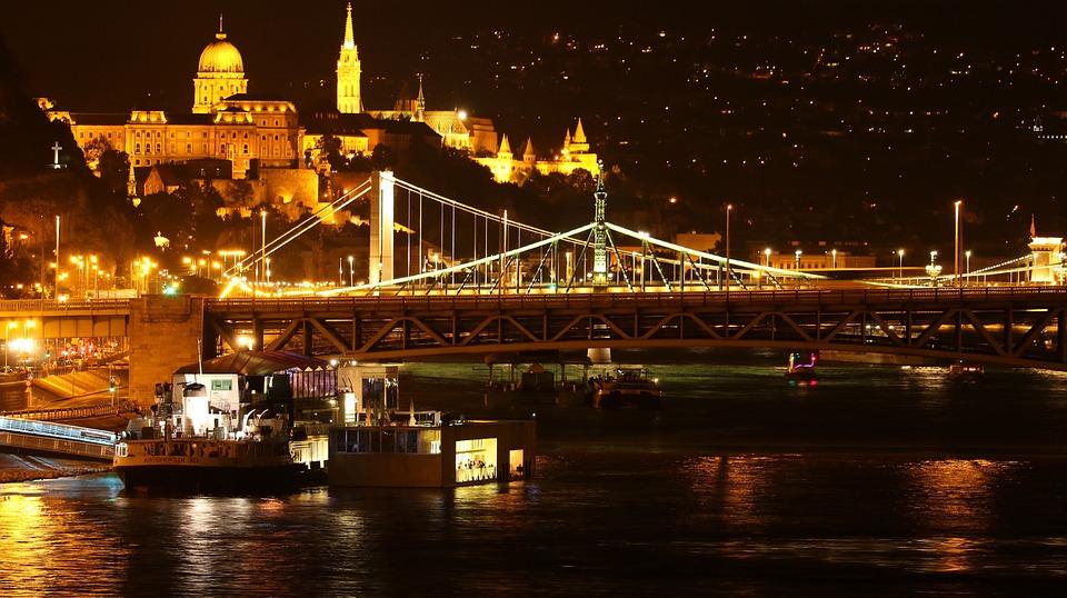 osvětlení Budapesti sodíkovými výbojkami